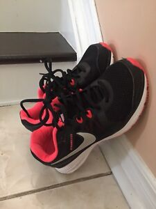 Almost new Women Nike shoes for sale