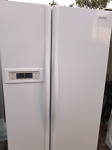(( FREE DELIVERY)) EXCELLENT CONDITION 600L SAMSUNG FRIDGE Thomastown Whittlesea Area Preview