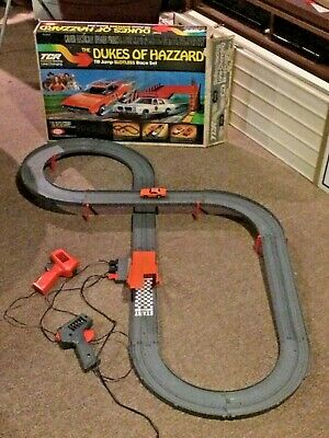 RARE!! VINTAGE TCR 1981 IDEAL DUKES of HAZZARD TILT JUMP SLOTLESS RACE TRACK SET
