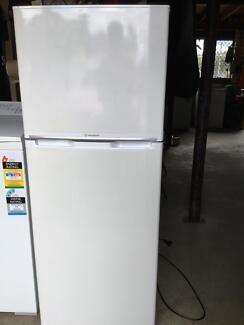 Westinghouse 2Door 230lt Fridge Freezer