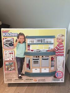 Cookin' Kitchen with 22 accessories NEW