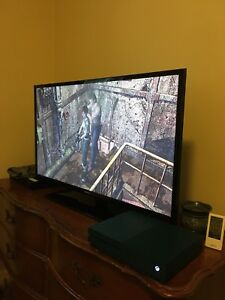 "40"" Samsung LCD Flat Screen TV with Wall mount"