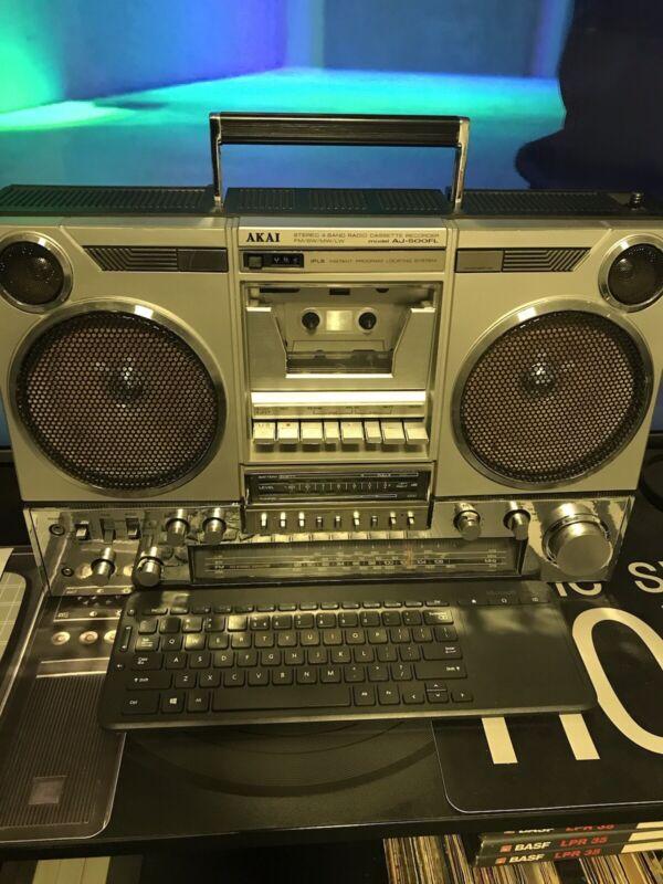 AKAI AJ-500 boombox