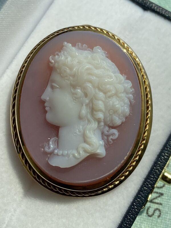 Exquisite antique Victorian 14k gold hardstone agate cameo pendant brooch