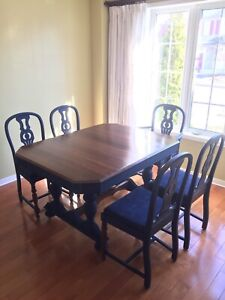 Dining table set (including 4 chairs + 1 armchair)