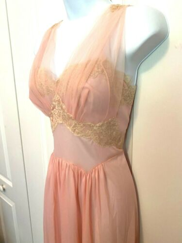 Vtg 50s Vanity Fair Long Peach Pink Nylon Chiffon Lace Heart Bodice Nightgown 36