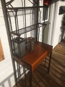 Baker's Rack / Hutch