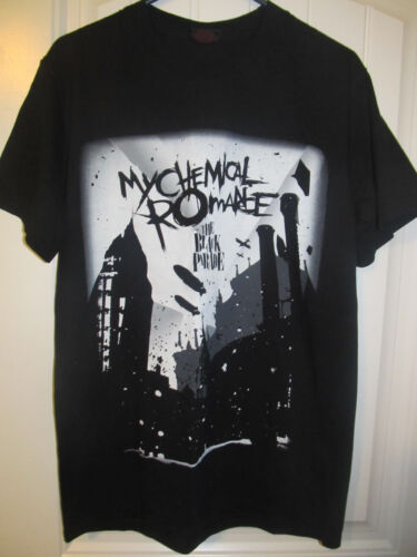 My Chemial Romance tour shirt - The Black Parade - Adult large