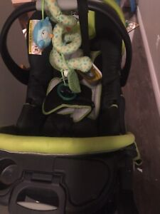 Chicco stroller and car seat with a base. PU Main Street