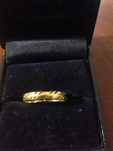 9ct gold band Greenfields Mandurah Area Preview