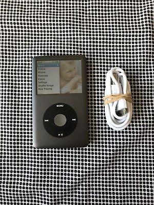 Usato, Apple iPod Classic 160GB A1238 7th Generation + USB Cable Bundle usato  Spedire a Italy