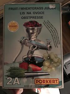 Fruit and wheatgrass juicer