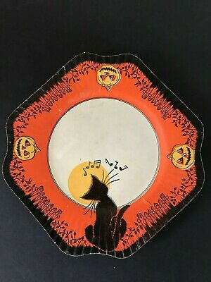 Vintage Halloween Plates (VTG 1930's HALLOWEEN SCALLOP EDGED PAPER PLATES - BLACK CAT & JACK)