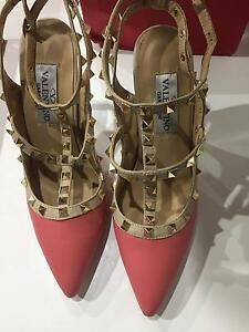 Valentino pink point heels gold studs Condell Park Bankstown Area Preview