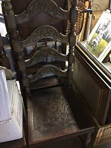 Chaises antiques cuir / leather chair decorative