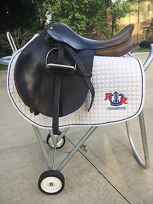 County Pro Fit Close Contact Jumping Saddle 17   2 Tree By County Saddlery
