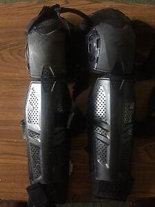 Fox D/H knee shin pads