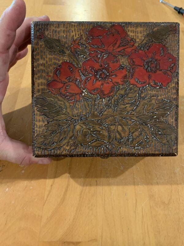 ANTIQUE PYROGRAPHY FLEMISH FOLK ART 688 DECORATIVE WOODEN HINGED BOX Red Roses