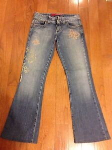 BRAND NEW GUESS JEANS- size 26