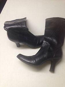 Size 8 1/2 Kenneth Cole Boots