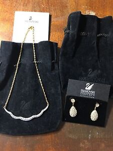Valentines Day Gift. Swarovski Crystal  earrings and necklace