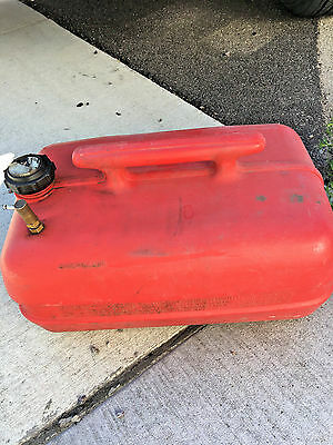 BS8 GasMate gas mate fuel tank can boat motor 6 gallon plastic with handle