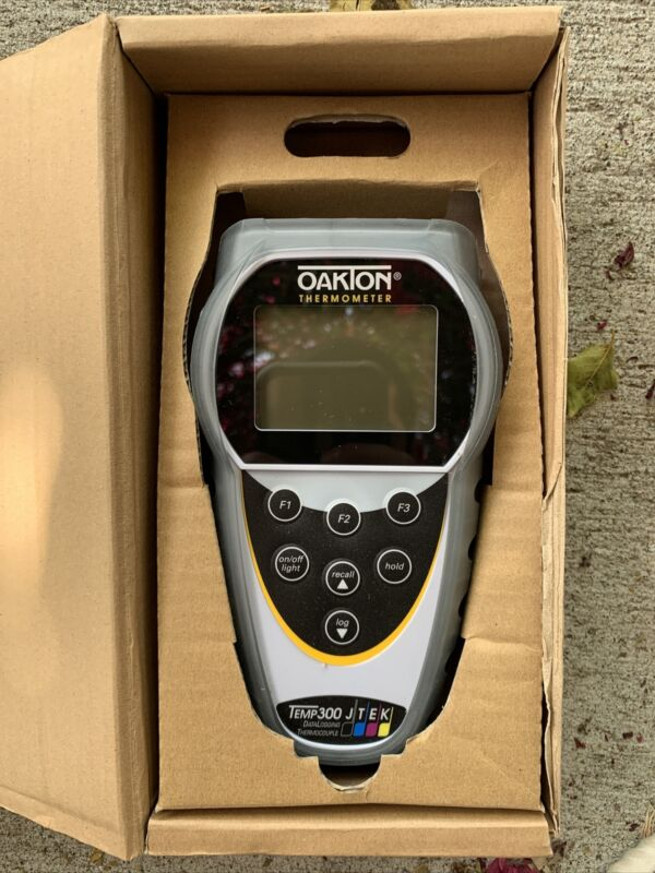 Cole Parmer Oakton Temp300 Dual Input Thermocouple Datalogging Thermometer
