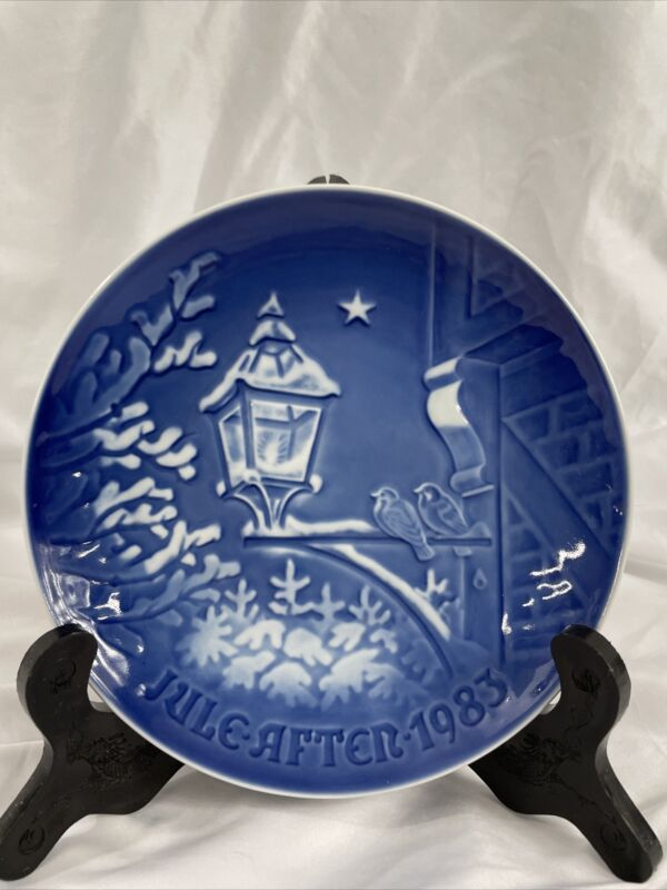 """BING AND GRANDAHL  (B & G) 1983 CHRISTMAS PLATE """"CHRISTMAS IN THE OLD TOWN"""""""