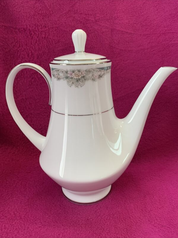 Noritake China ENHANCEMENT COFFEE POT With LID (6 Cup)
