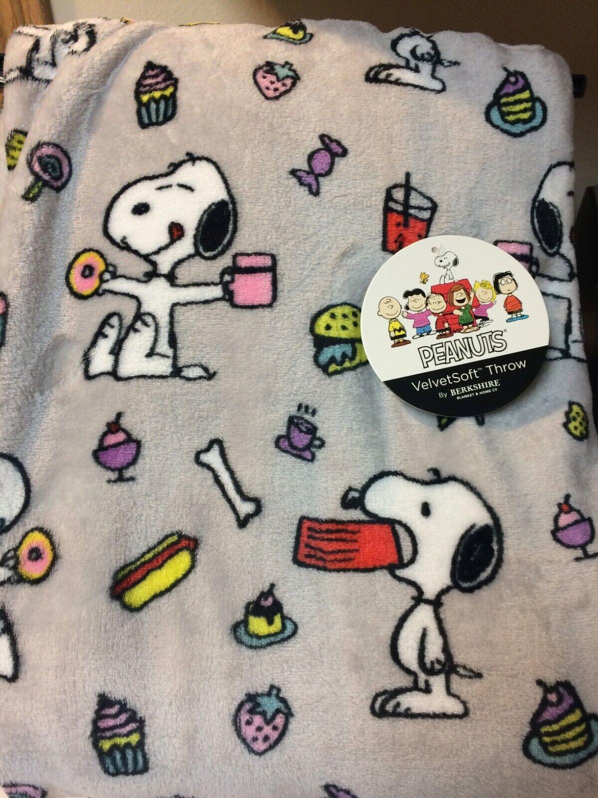 "Peanuts Snoopy Fleece Throw Blanket 55""x 70"" Snoopy Eating/B"