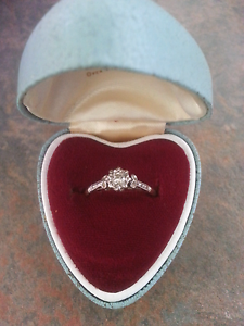 18 ct gold diamond engagement  ring Longwarry Baw Baw Area Preview