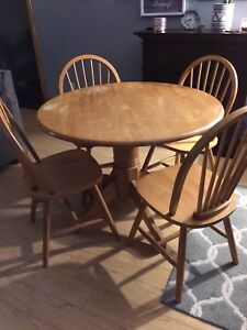Petestal Table and 4 Chairs