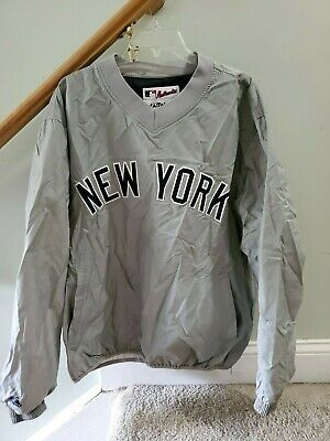 """Majestic Road Gray L """"NEW YORK"""" YANKEES Dugout Jacket Pullover Good Condition"""