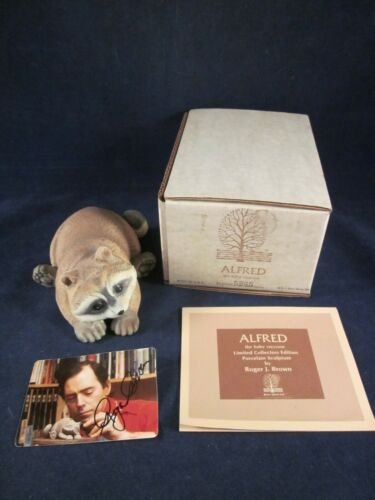ROGER BROWN 1978 ALFRED Baby Raccoon Porcelain Figurine SIGNED ~EXCELLENT in BOX