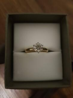 Engagement Ring - PRICE DROPPED! URGENT SALE
