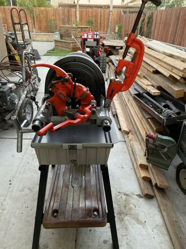 RIDGID Model 1822-I Power Threading Machine With Stand
