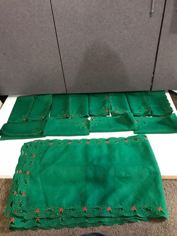 """Holly Christmas Holiday Table Runner Green 86"""" long Red 12 Matching Napkins line"""