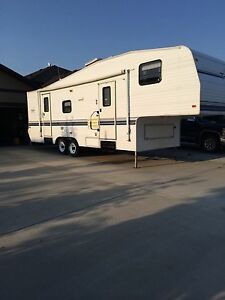 Terry 1998 28' 5S Fifth Wheel trailer