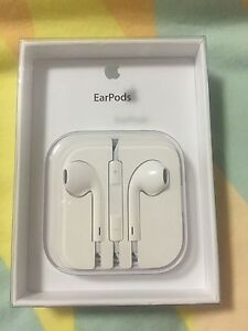 Apple EarPods Edmonton Cairns City Preview