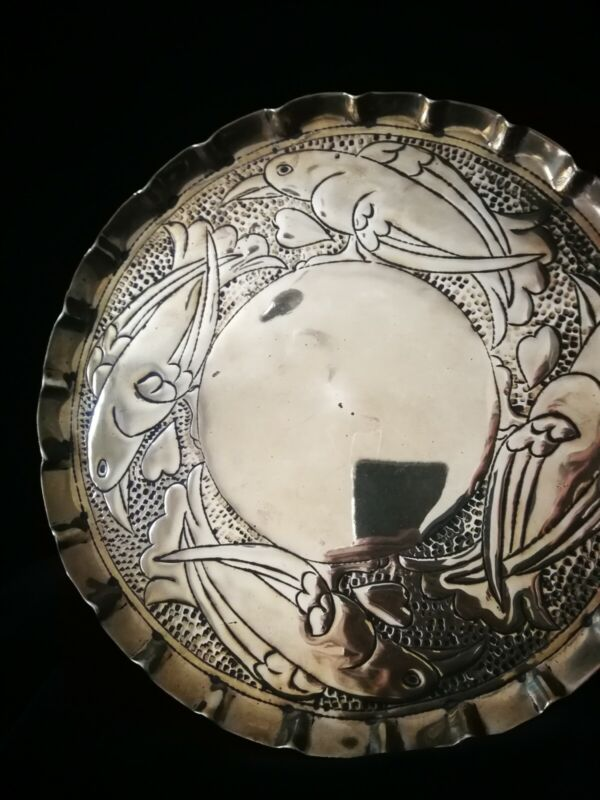 CHARMING ORIGINAL ARTS AND CRAFTS AESTHETIC MOVEMENT BRASS CHARGER
