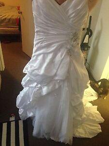 Beautiful never worn wedding dress