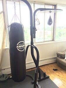 Everlast Stand With Punching bags