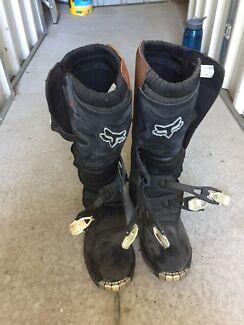 Fox motox. Boots us size 9
