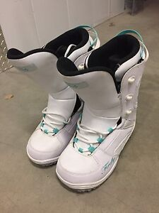Lady's snowboard boots size 9.5 us