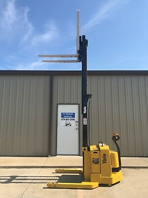 2007 Yale Walkie Stacker - Walk Behind Forklift - Straddle Lift Only 2798 Hours
