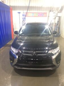 Like new 2017 Mitsubishi Outlander ES  Low Kms
