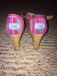 Size 7.5 woman's toms