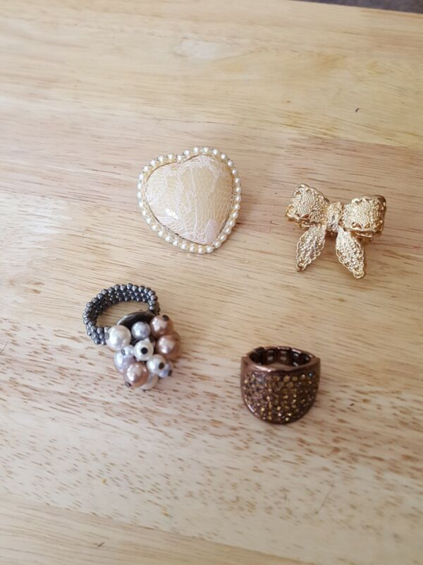 Vintage lot of 4 stretch rings  faux pearl, rhinestone, bow