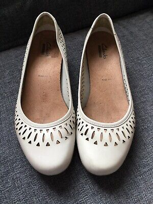 Clarks Shoes 6 Wide Fit Cream Punched Ballet Pumps Low Heel Smart Summer