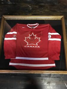 SIGNED/ FRAMED 2010 OLYMPIC in CANADA SIDNEY CROSBY JERSEY